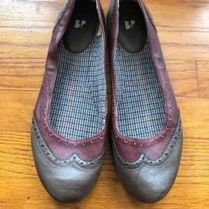 Women's Leather Brown Flat shoes size 12